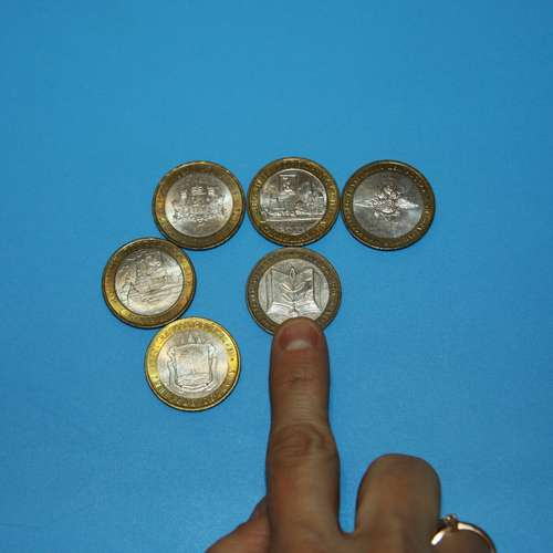 5 coins touching each other